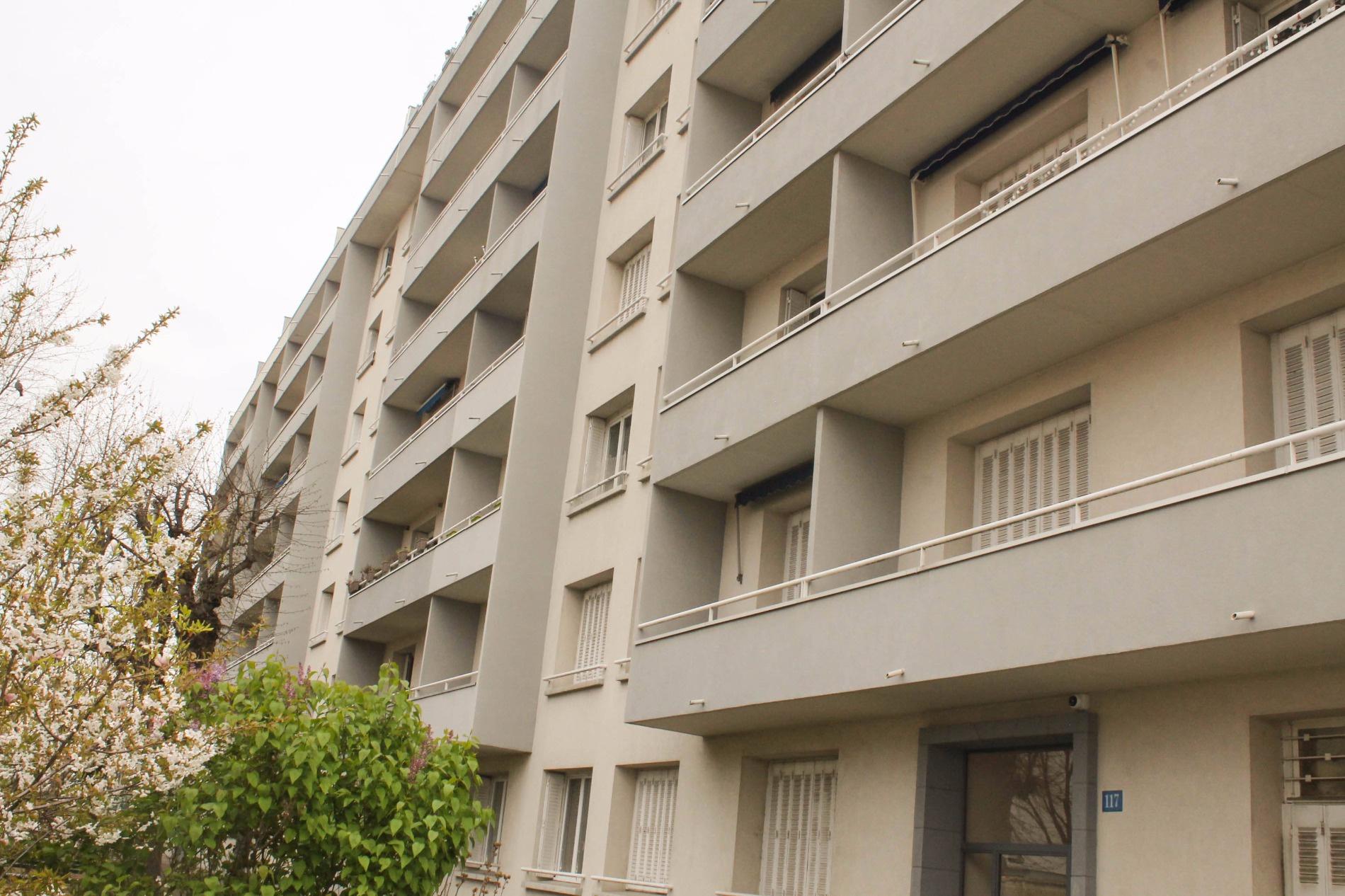 Vente villeurbanne rue l on blum appartement de t4 de for Garage rue des bienvenus villeurbanne